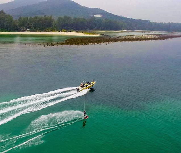 Wakeboarding in Chaloklum bay koh phangan, things to do, activities, watersports, attractions, sehenswürdigkeiten