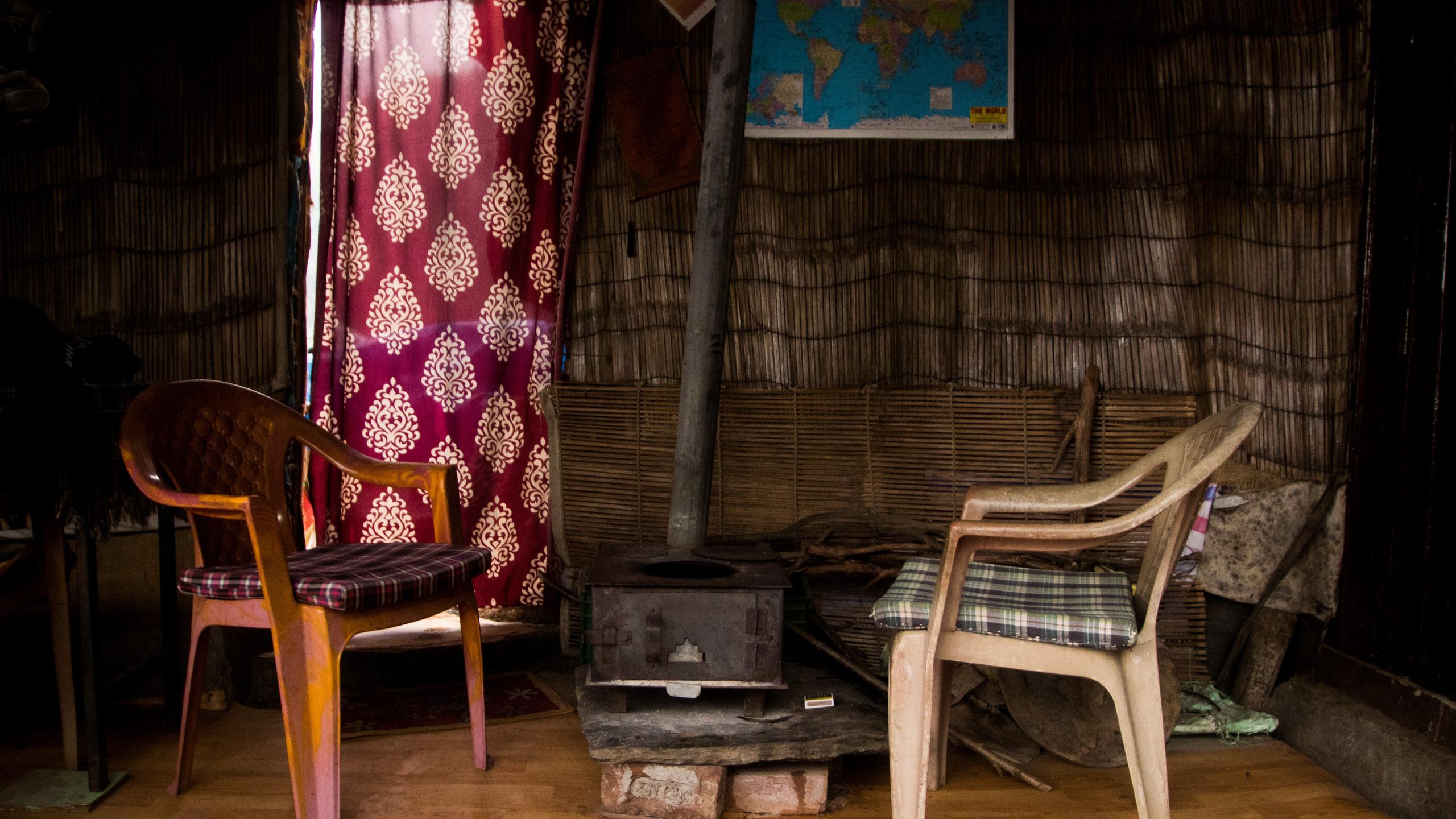 Chai tea & a bonfire in Dharamkot