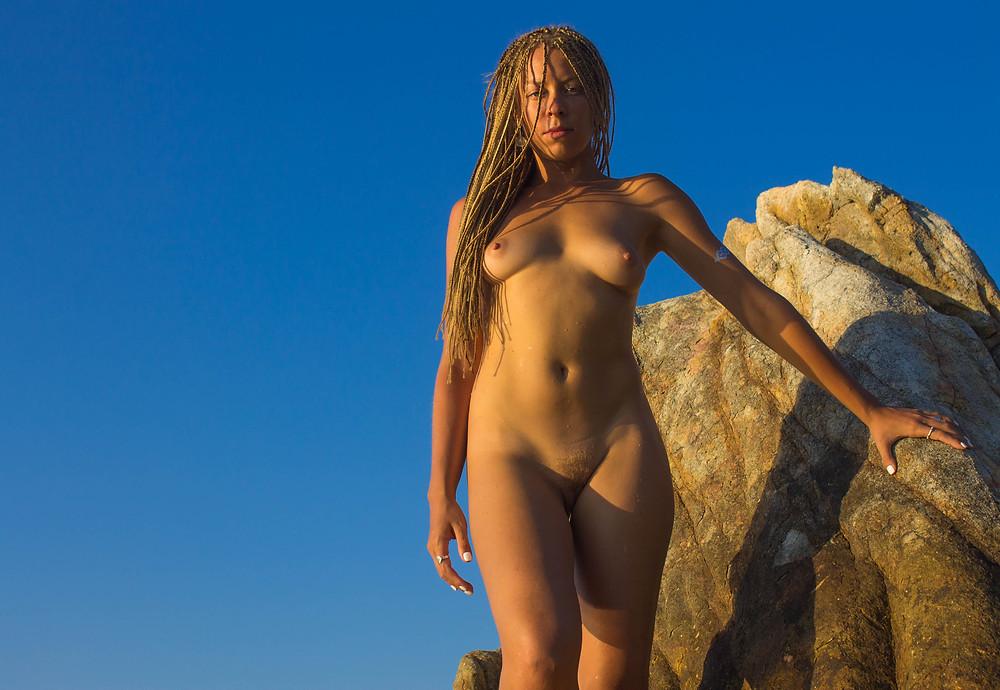 amazonian woman photoshoot koh phangan nicki silvanus under a palm tree world photographer