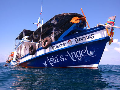 pirate divers scuba dive boat