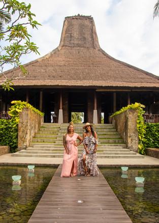 chenoa maxwell, christina rice, omnoire, live limitlessly, maya resort, ubud, bali, glow up goddess retreat, under a palm tree photography