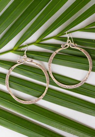 jewellery photographer under a palm tree
