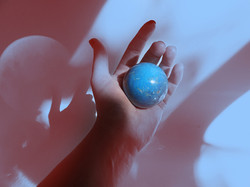 Grabkowski-Globe in hand