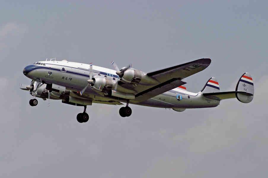 Lockheed Constellation N-749