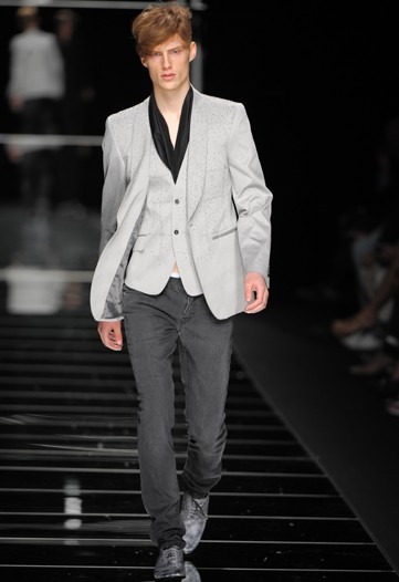 John Richmond S:S 2011 Milan.jpg