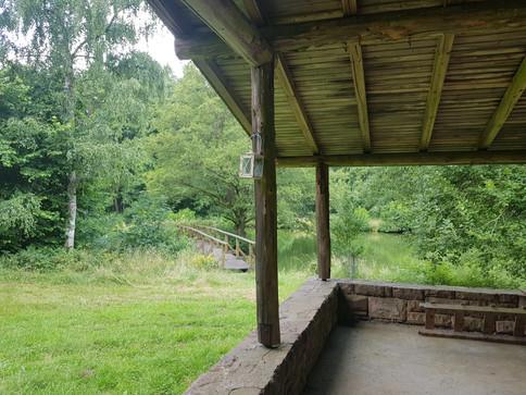 Aussicht von Terrasse Blockhütte Angeln Hessen