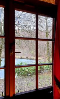 Winterteich_aus_Hütte.jpg