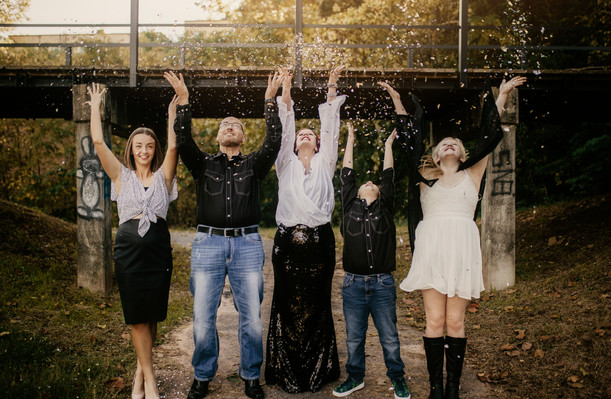 Lewis Family | and a little bit of confetti