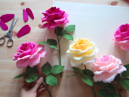 NEW! Crepe paper flowers courses on Teachable!