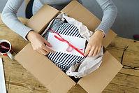 Unboxing und verpacken, umverpacken, etikettieren FBA