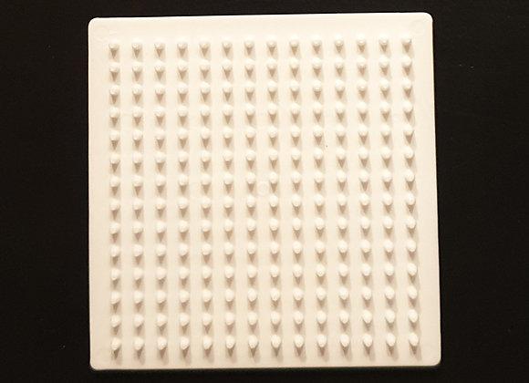 Plaque carré petit modèle blanc pour perles à repasser taille midi - Hama