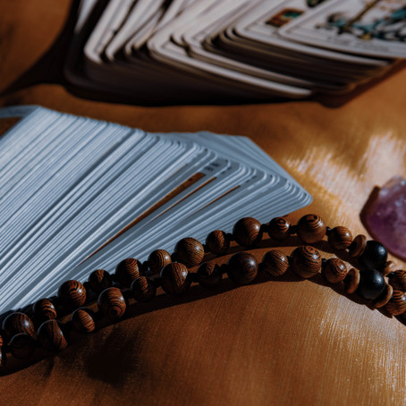 THE TAROT CARDS: WHAT THEY ARE AND WHY DO A READING
