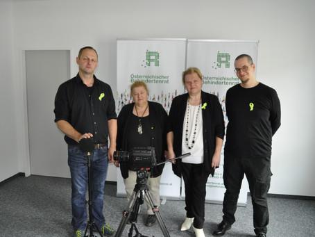 """Dreharbeiten im Österreichischen Behindertenrat für die """"Sendung ohne Barrieren"""""""
