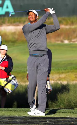Tiger Woods warming up
