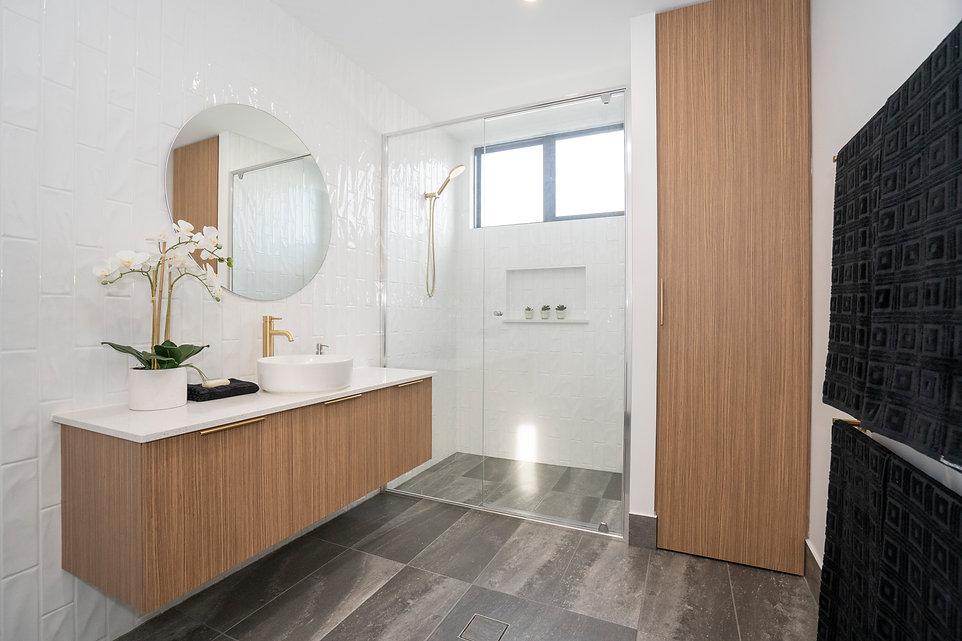 Bathroom copy 2.jpg