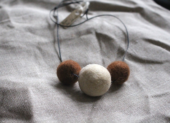 colier din lana