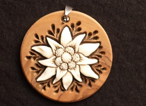 pandantiv floare de colti - os de cerb