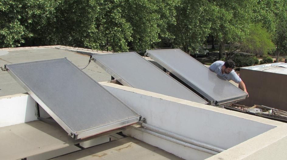 Paneles Solares Sanitario - mantencion.j