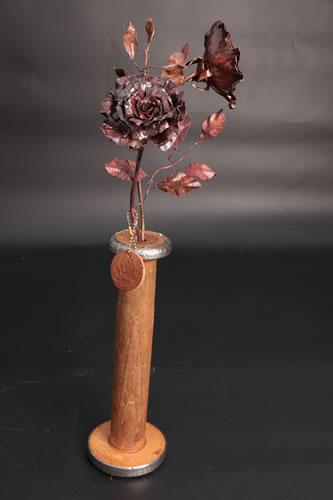 2 roses in wooden bobbin