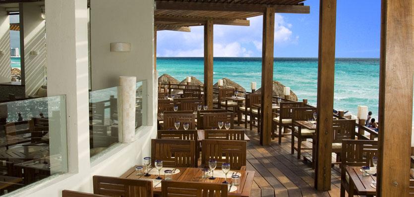 23-me-cancun-beach-house-day