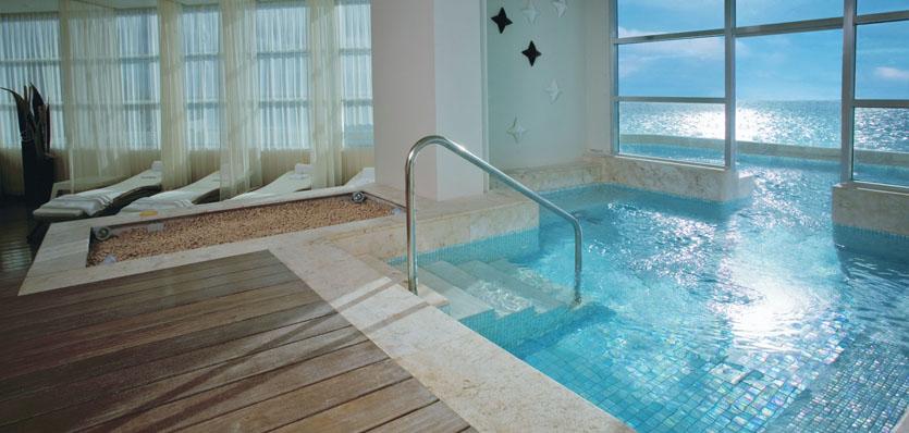 37-me-cancun-yhi-spa-treatment-pool-2
