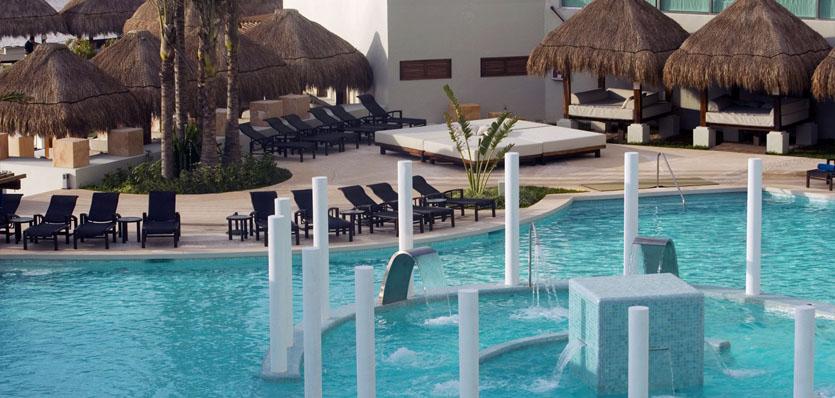22-me-cancun-water-ritual-beach