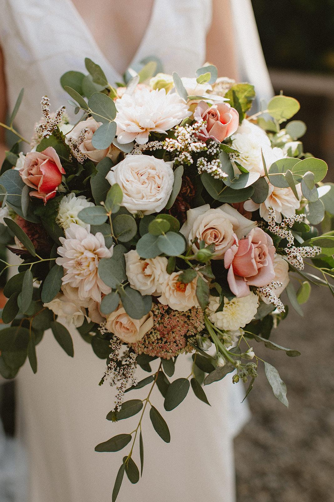 blus_pink_bridal_bouquet