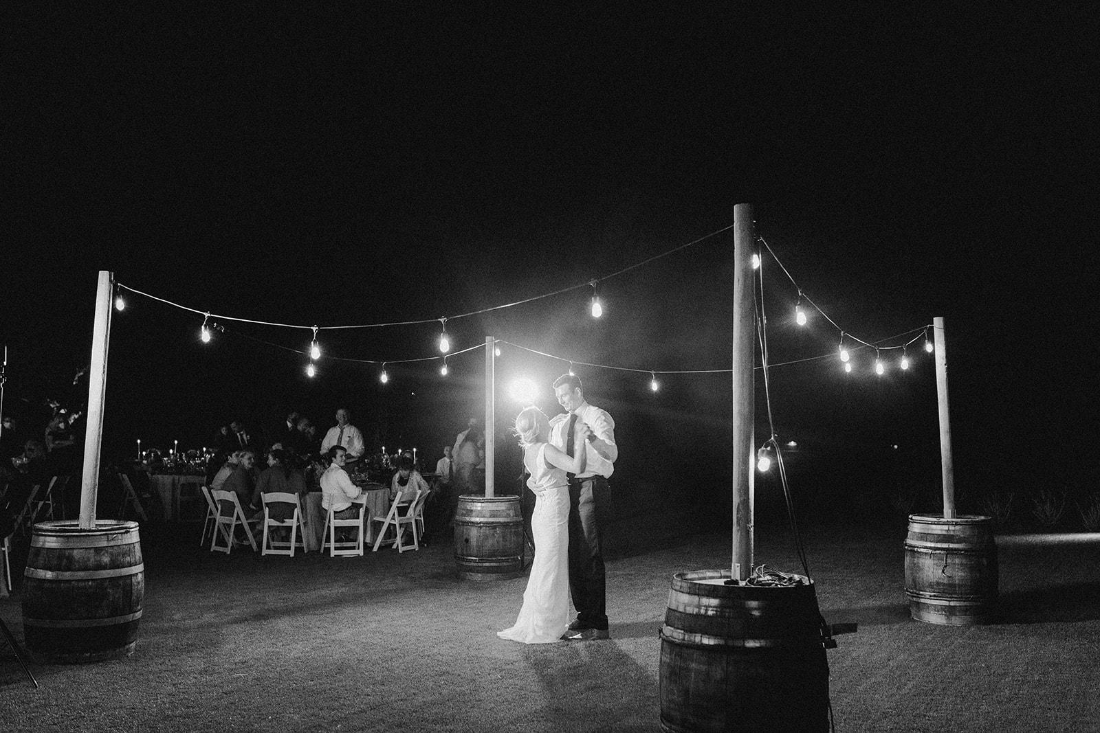 romantic_first_dance_