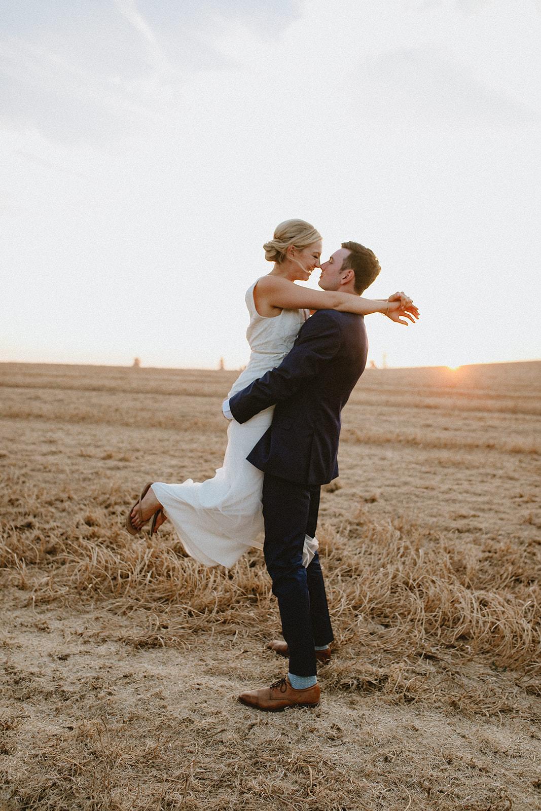 sunset_wedding_photo_field