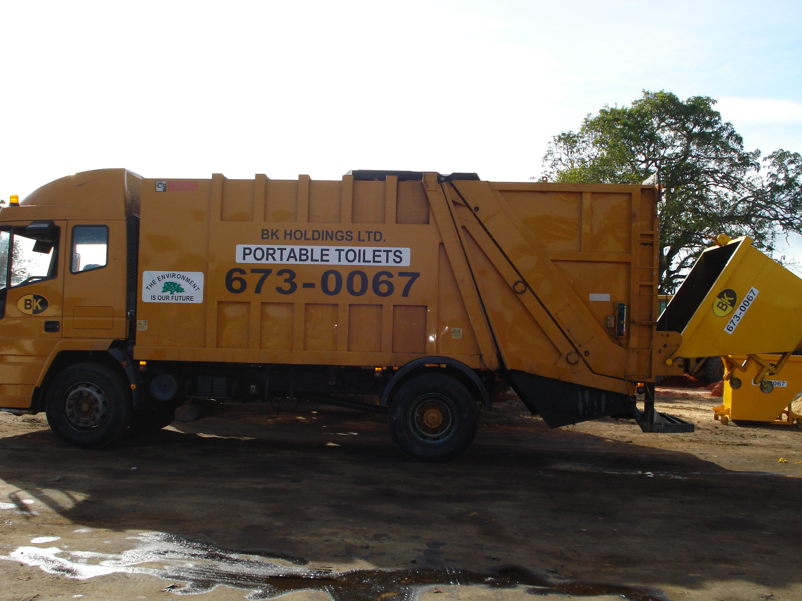 COMPACTOR WITH BIN