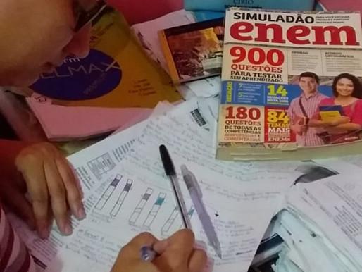 Sem aula no cursinho de Barcarena, alunos se reinventam para estudar para o Enem