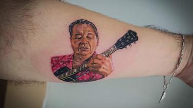 Músico paraense faz tatuagem em homenagem ao Mestre Vieira