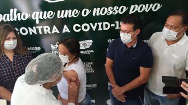 Barcarena recebe vacina e enfermeira é primeira imunizada