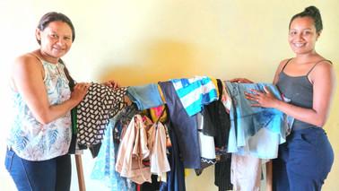 Amigas de Barcarena recebem doação de roupas e alimentos para ação solidária