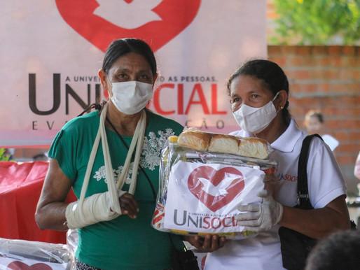 Igreja Universal doa cestas básicas na comunidade Tapuá, em Barcarena