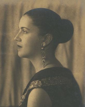 portrait_tarsila-do-amaral_aware_women-a