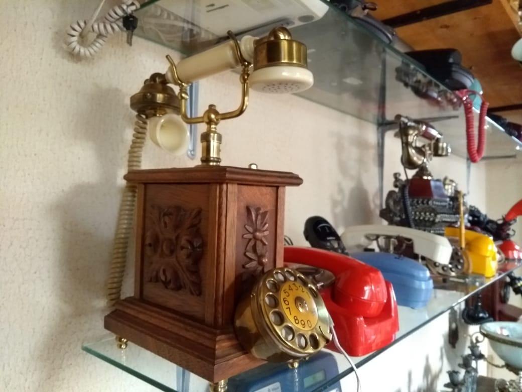 Telefone original da França.