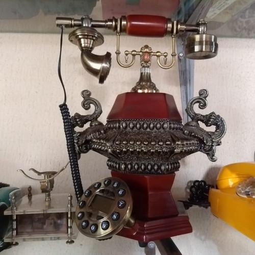 Um lindo telefone antigo