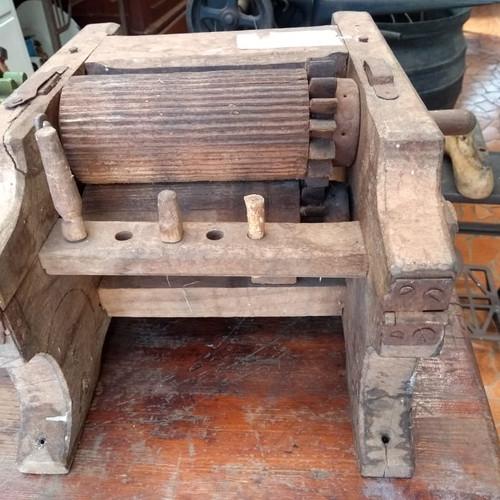 Antigo aparelho para moer cana de açucar