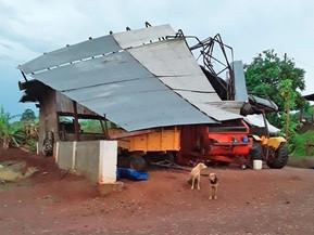 Chuvas deixam cerca de 240 mil unidades consumidoras sem energia no Paraná