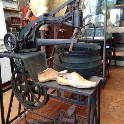 Maquina para costurar calçados