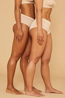 Deux femmes en sous-vêtements