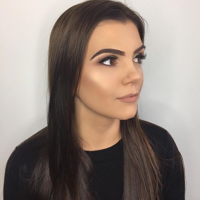 That morning glow__Special occasion makeover for the beautiful Laura _#bbrown #abh #highlighter #bro