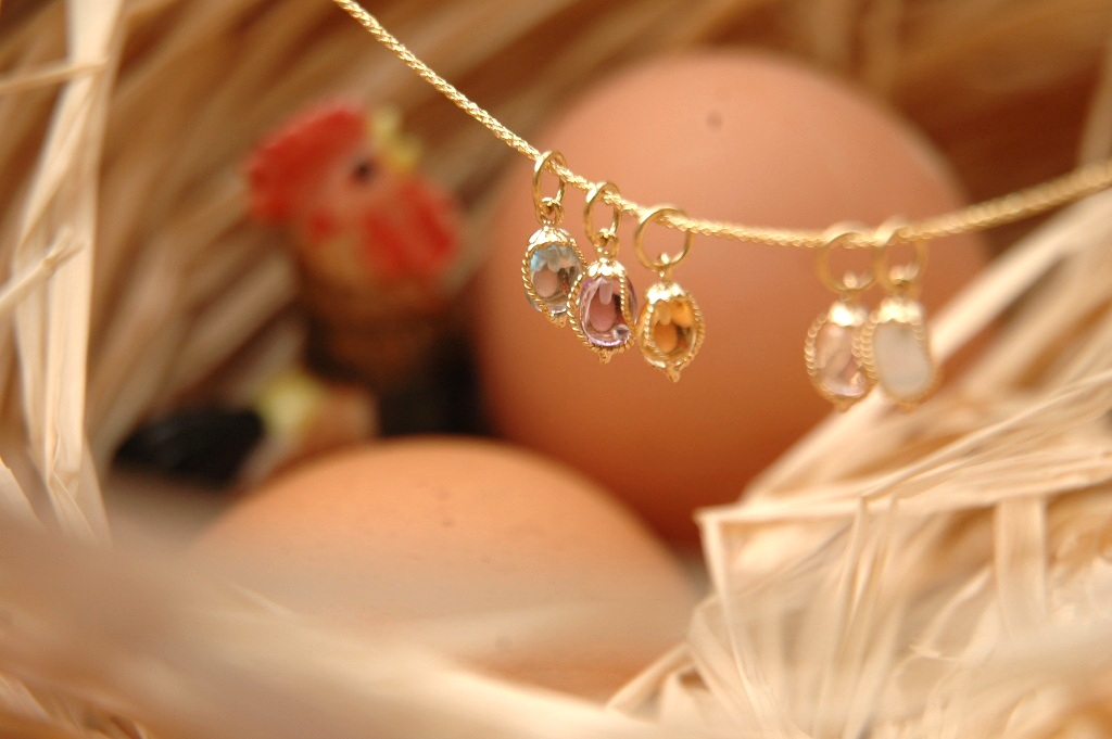 Delicate Gemstone Eggs in Gold