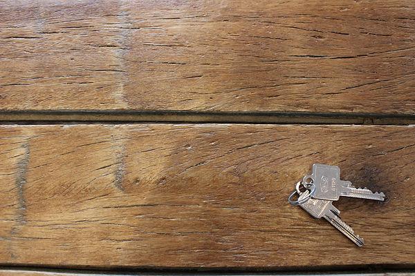 Nahaufnahme Schreibtisch Büro Schurillis Immobilien