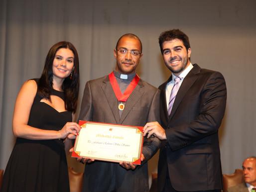 Padre Fabiano recebe Medalha Zumbi