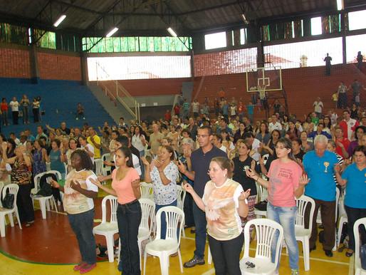 Pentecostes reúne centenas de fiéis no Jockey