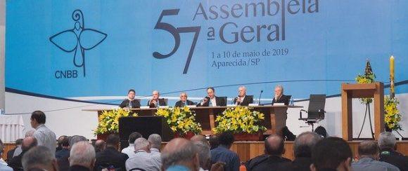Imagem com os Bispos reunidos no Santuário de Aparecida