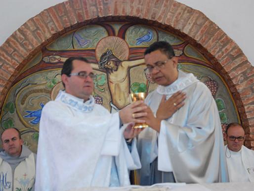 Padres Valmir e Alécio comemoram 25 anos de sacerdócio