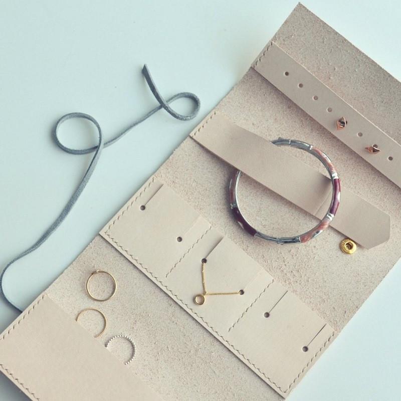Jewellery roll by Mollum Vellum